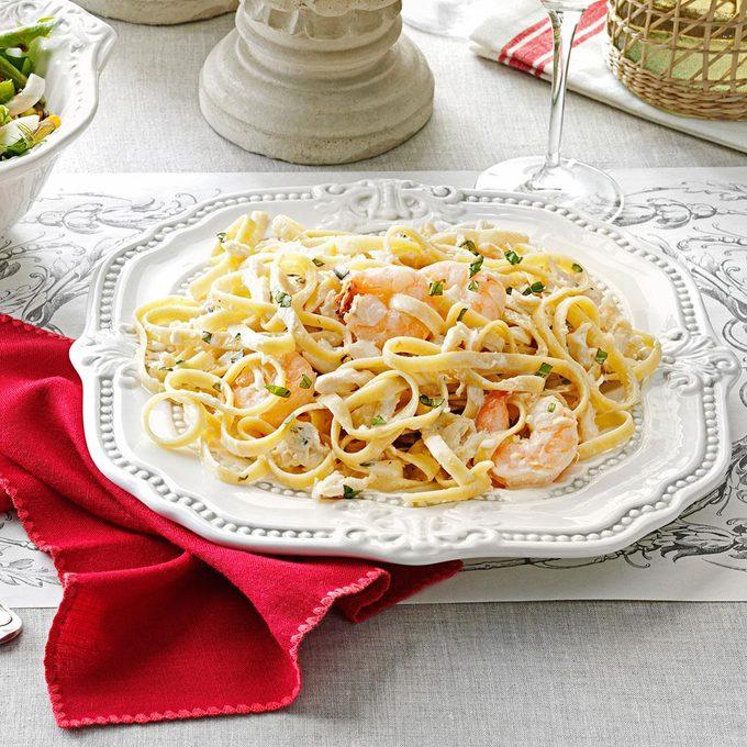 Fettucine Seafood Alfredo Exps133797 Hc2847498d01 09 1bcx Rms 1
