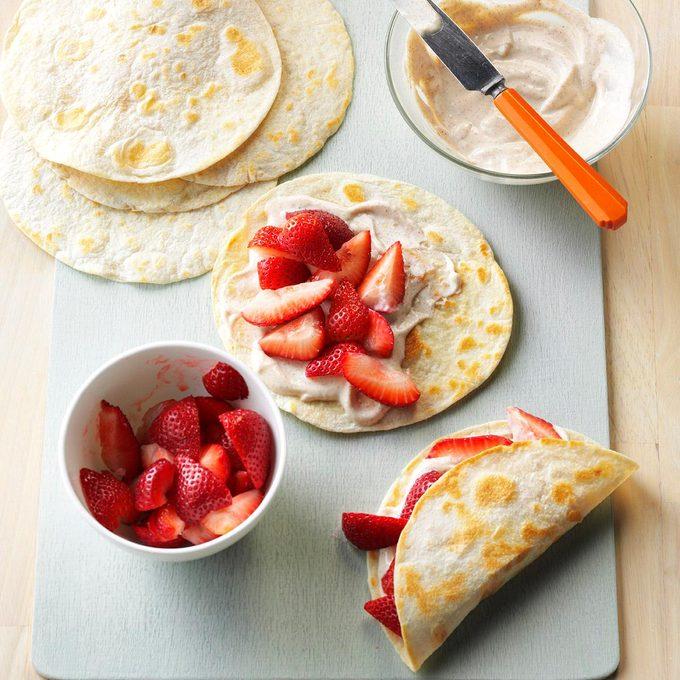 Fresh Strawberry Breakfast Tacos Exps Bbbz16 194812 D07 08 6b 9