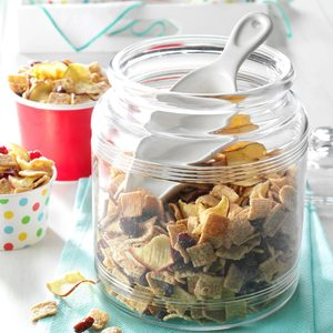 Fruit & Cereal Snack Mix