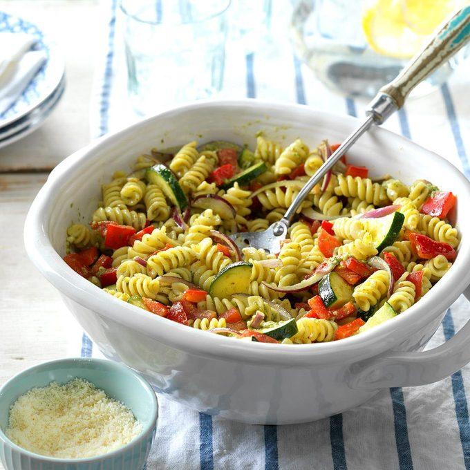 Garden Pesto Pasta Salad Exps Thjj17 193248 D02 09 4b 3