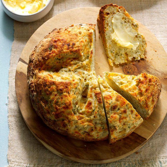 Garlic Dill Soda Bread Exps Edsc17 196677 B01 31 1b 5