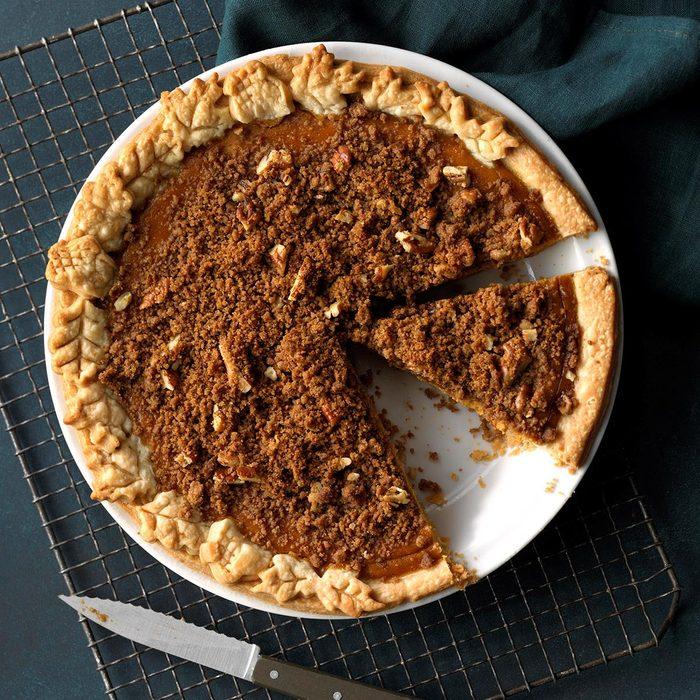 Ginger Pumpkin Pie With Streusel Exps Tcbbz18 108250 C05 04 4b 2