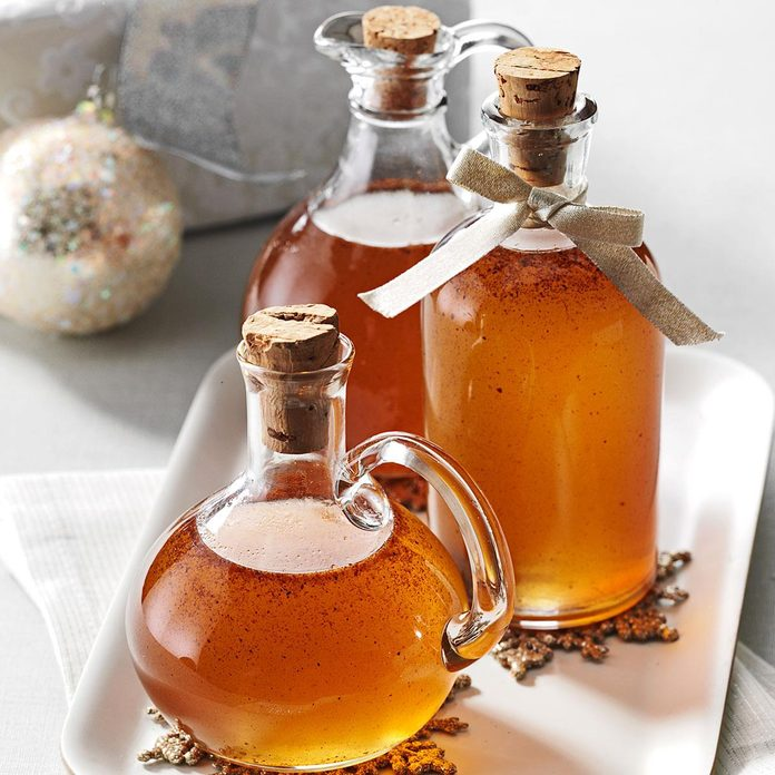Gingerbread Spiced Syrup Exps133757 Thca2916394b04 19 7bc Rms 1