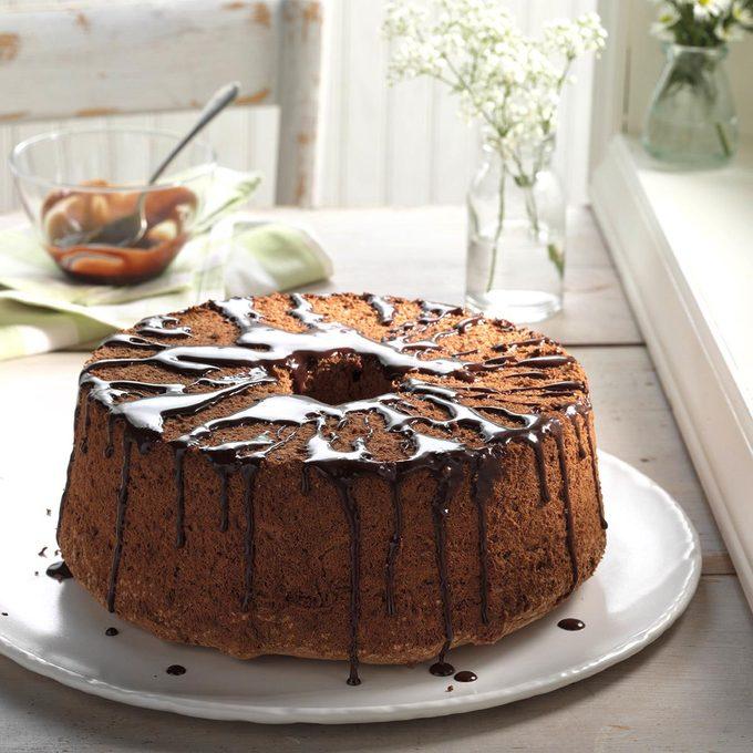 Glazed Chocolate Angel Food Cake Exps Hc17 32987 D11 02 6b