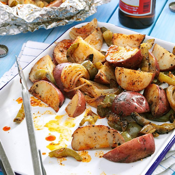 Grilled Potatoes Peppers Exps63298 Sd2847494b02 15 4bc Rms 2