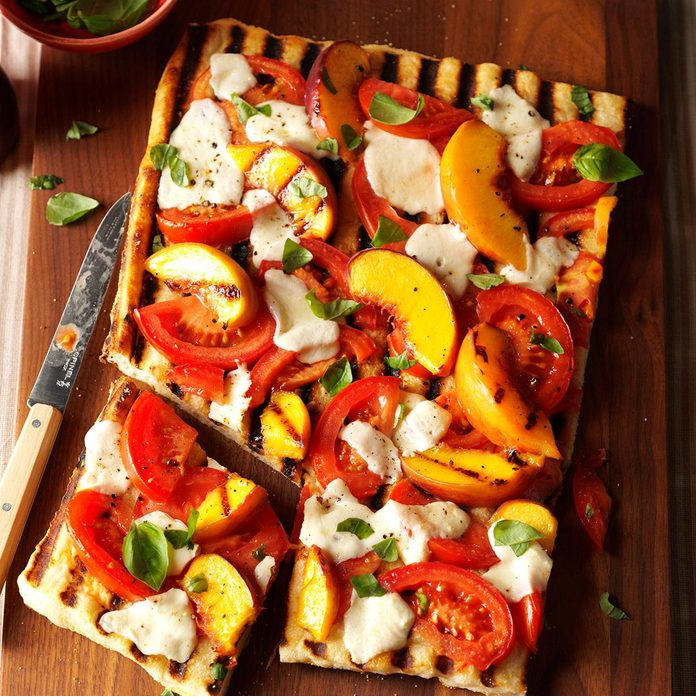 Grilled Tomato Peach Pizza Exps Hc17 142137 D07 29 4b 4