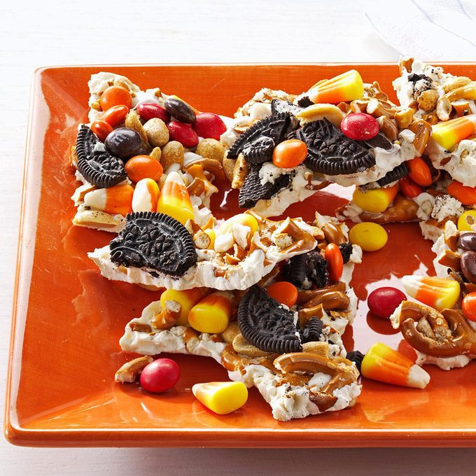 Halloween Candy Bark Exps166771 Th132767a05 03 1bc Rms 3