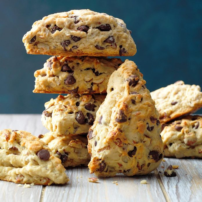 Hazelnut Chocolate Chip Scones Exps Fbmz18 41822 B05 08 8b 1