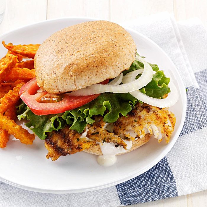 Hearty Breaded Fish Sandwiches Exps156783 Thhc2377559a01 20 1bc Rms