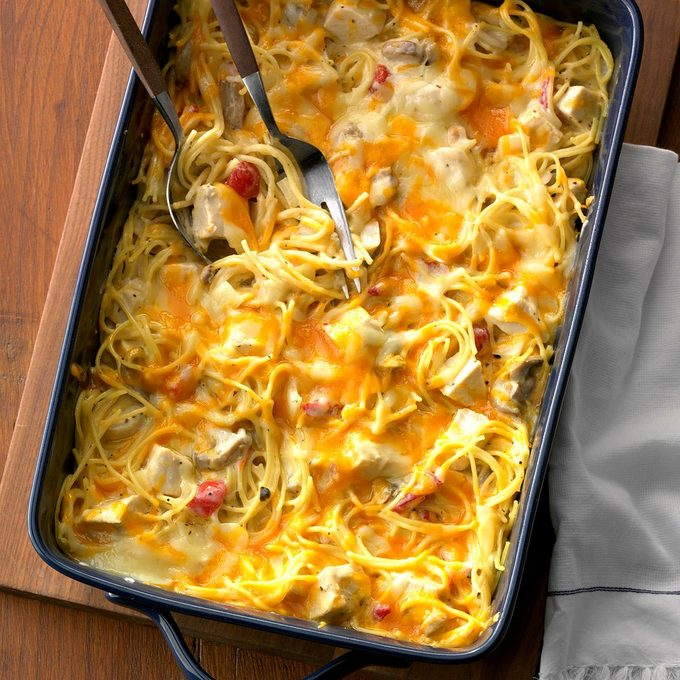 Hearty Chicken Spaghetti Casserole Exps Chkbz18 47421 C10 25 1b 5