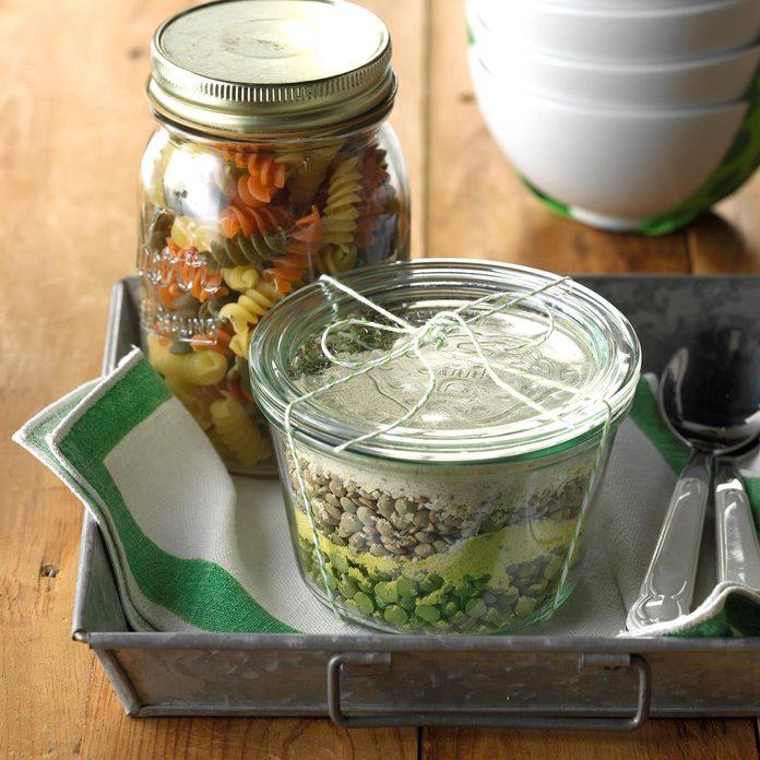 Hearty Pasta Soup Mix Exps Thca17 34428 C01 27 4b 2
