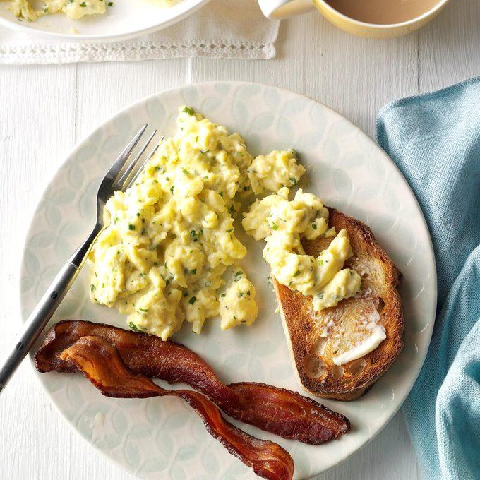 Herb Cheese Scrambled Eggs Exps Bbbz16 149153 C07 08 5b