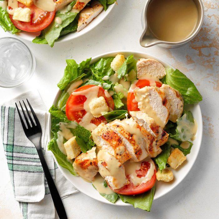 Herbed Chicken Caesar Salad Exps Diydap21 10496 B06 30 1b 1