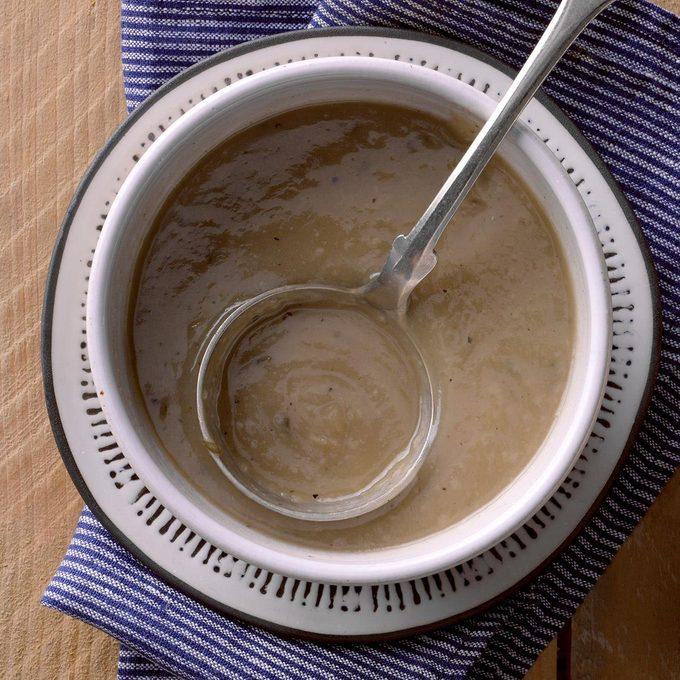 Herbed Turkey Gravy Exps Tohon19 35813 B06 19 11b 3