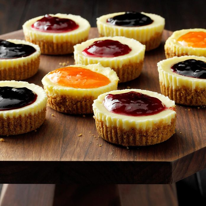 Jam Topped Mini Cheesecakes Exps Thfm19 31953 E09 27 12b 11
