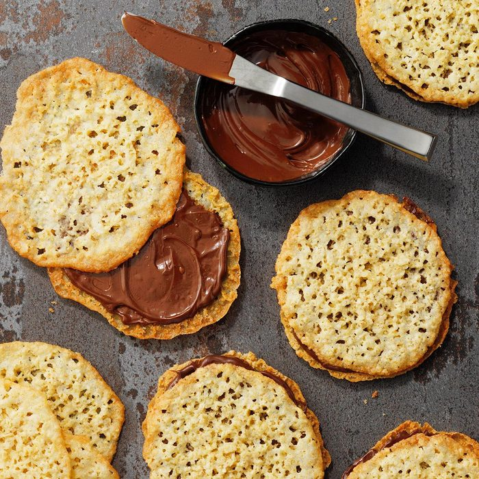 Lace Cookies with Chocolate Middles