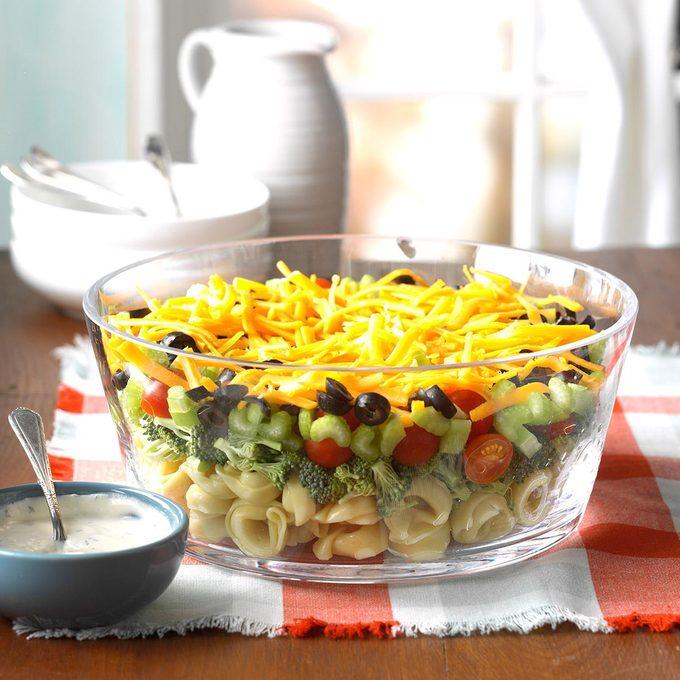 Layered Veggie Tortellini Salad Exps Mtcbbz17 36157 C02 22 1b