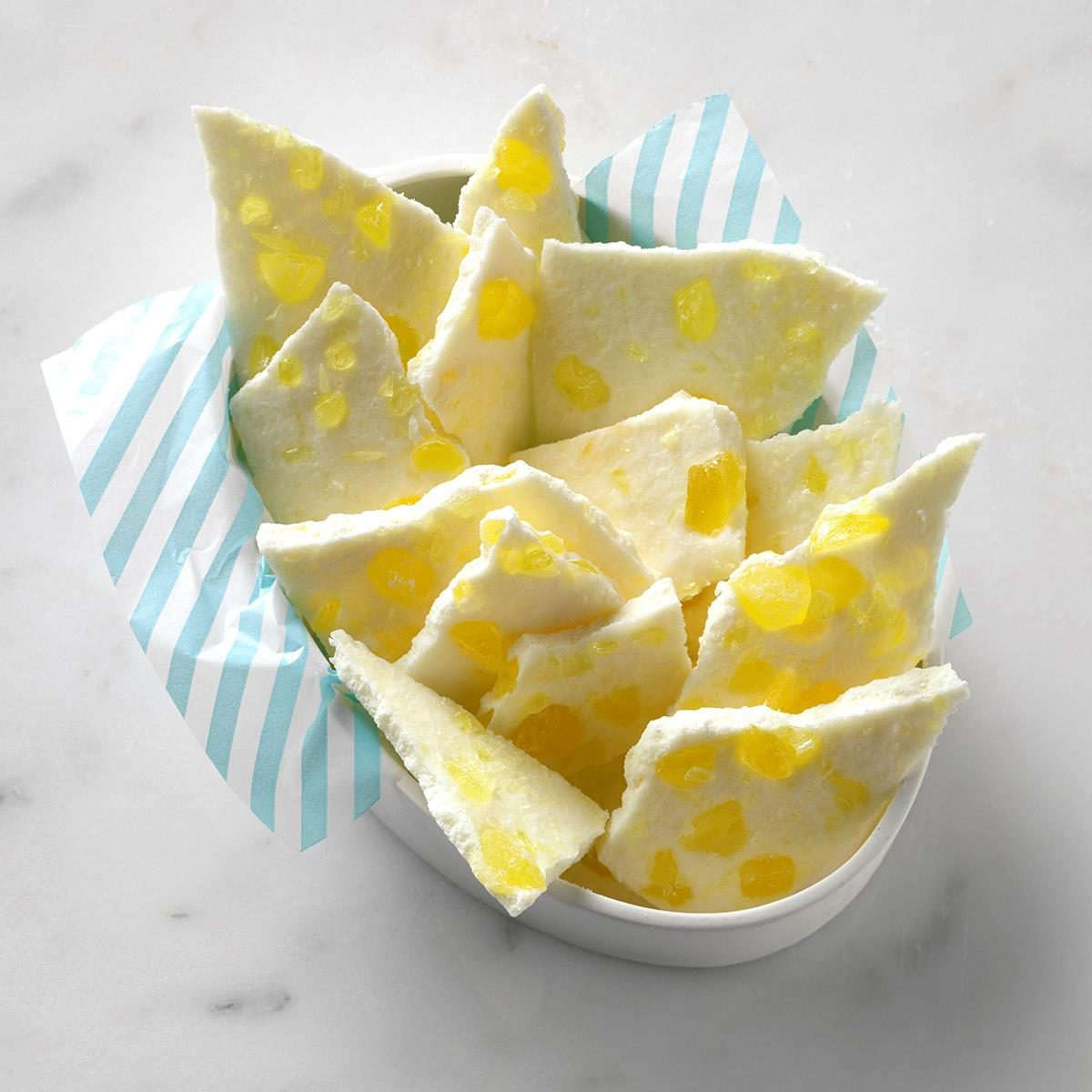 2-ingredient lemon bark made with white baking chips and lemon candies.