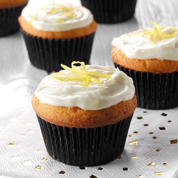 Lemon Cream Cupcakes Exps Hca19 7140 E01 24 3b 4