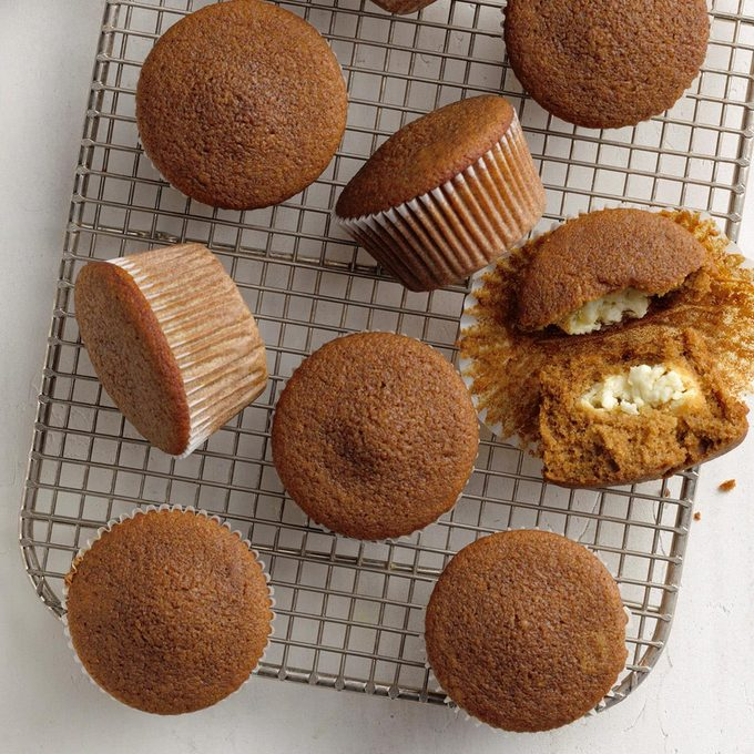 Lemon Filled Gingerbread Muffins Exps Tohca20 164301 B02 26 1b 9