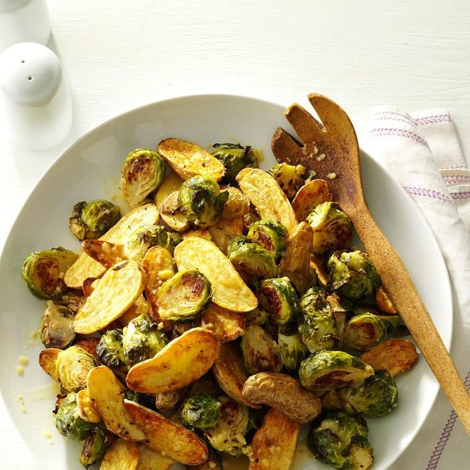 Lemon Roasted Fingerlings And Brussels Sprouts Exps172208 Sd143203d10 15 4bc Rms