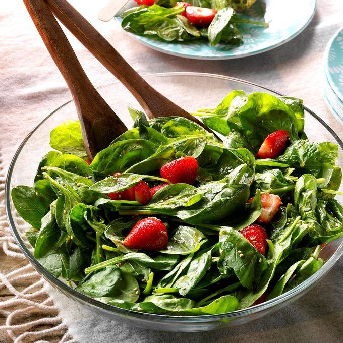Light Strawberry Spinach Salad Exps Tham18 8020 D11 08 2b