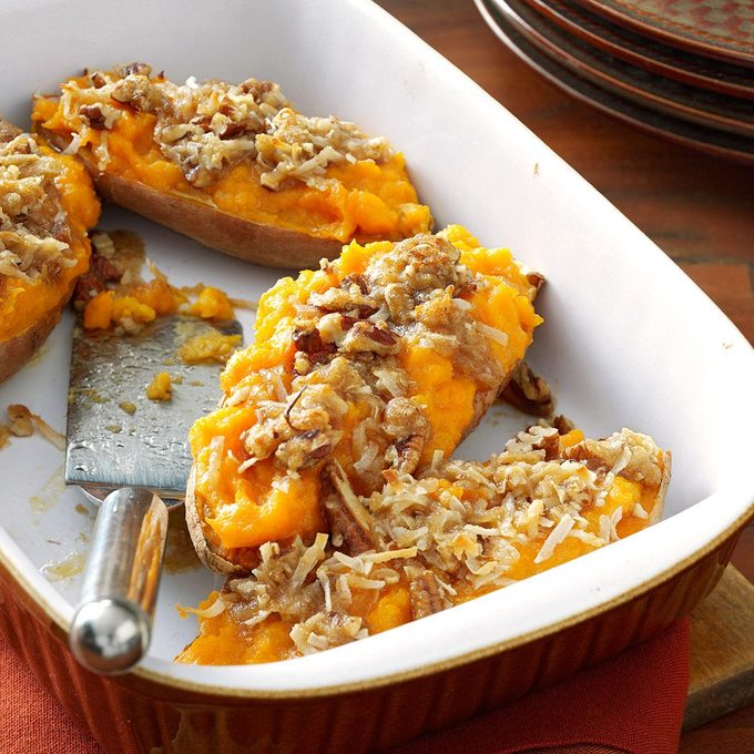 Makeover Streusel Topped Sweet Potatoes Exps137463 Thhc2236536c05 20 9bc Rms 4