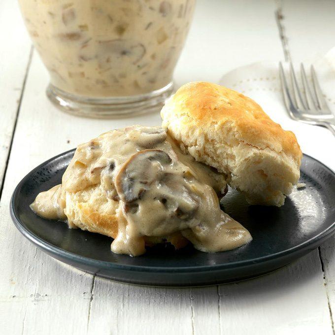 Mushroom Sour Cream Gravy Exps Cwfm19 88635 C10 12 1b