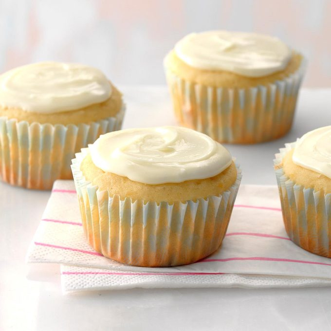 Orange Buttermilk Cupcakes Exps Cwas18 28281 D04 05  6b 3