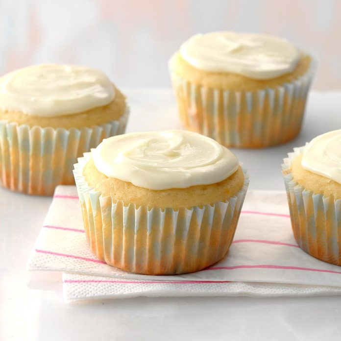 Orange Buttermilk Cupcakes Exps Cwas18 28281 D04 05  6b 3