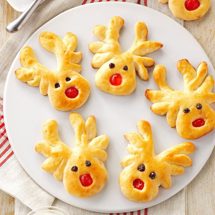 Overnight Reindeer Rolls Exps172661 Th132104a07 17 1bc Rms 2