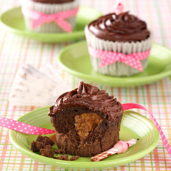 Peanut Butter Chocolate Cupcakes Exps36506 Th1115229a11 17 5b Rms