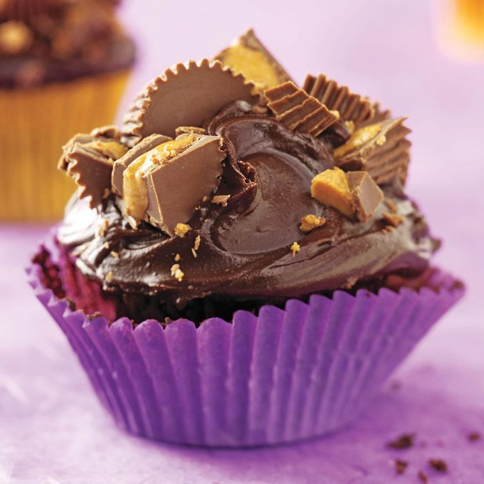 Peanut Butter Cup Chocolate Cupcakes Exps48188 Rds1871840a11 06 4bc Rms 2