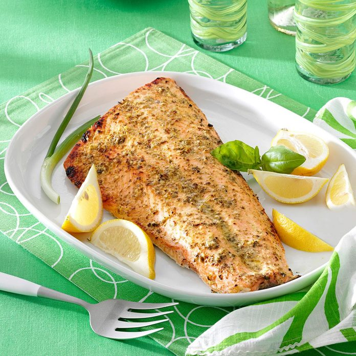 Pesto Grilled Salmon Exps139712 Sd2401787a04 18 3bc Rms 2