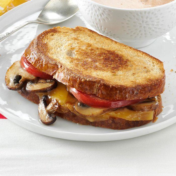 Portobello Gouda Grilled Sandwiches Exps58948 S2567819d01 12 3bc Rms 3