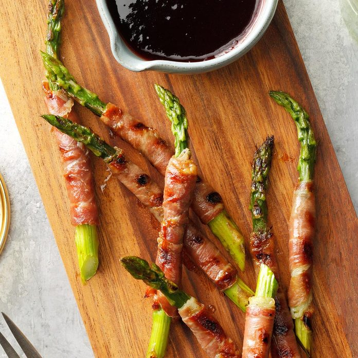 Prosciutto Wrapped Asparagus With Raspberry Sauce Exps Tohca21 85917 B12 16 4b 2
