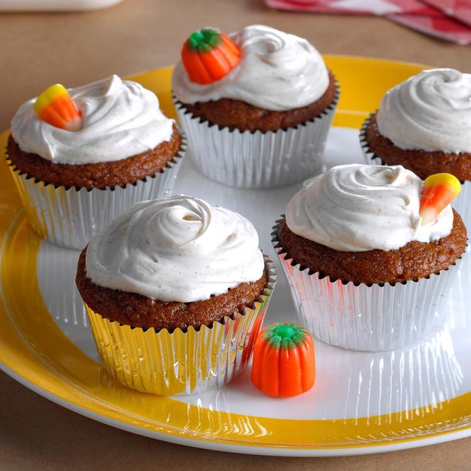 Pumpkin Cupcakes With Spiced Frosting Exps Hca17 169542 B10 20 2b 5