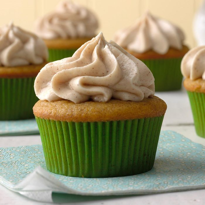 Pumpkin Spice Cupcakes With Cream Cheese Frosting Exps Mrmz16 42386 B09 16 6b 13