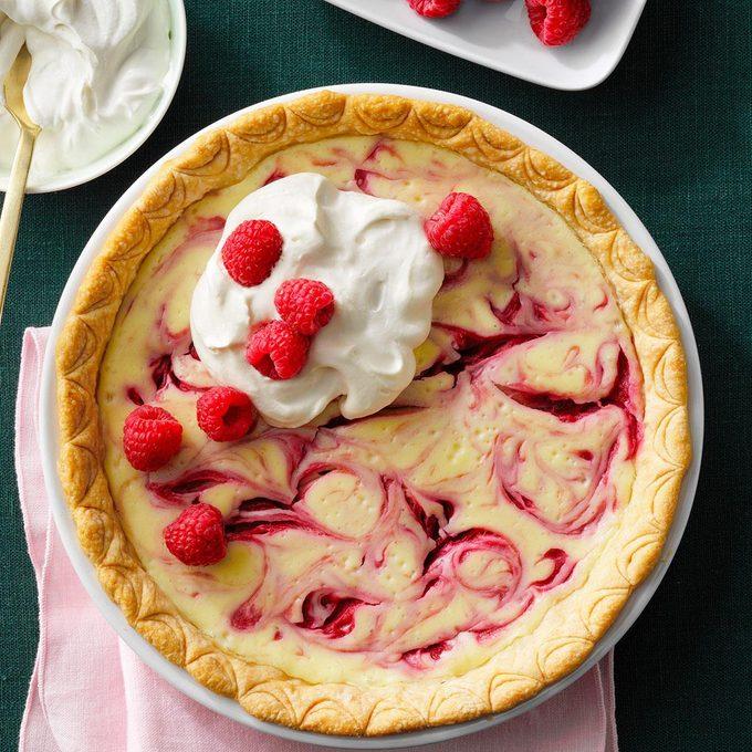 Raspberry Swirl Cheesecake Pie Exps Atbrs21 10260 E11 19 6bc 2