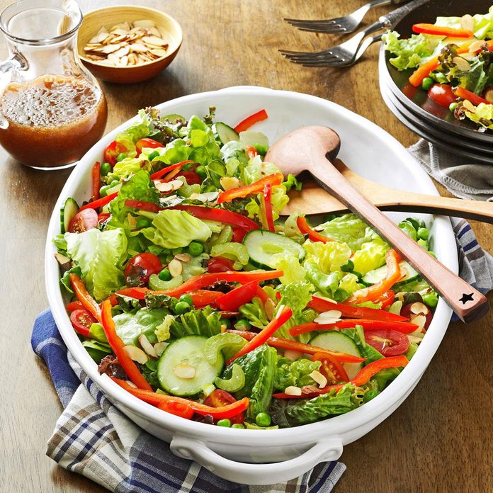 Red Green Salad With Toasted Almonds Exps173422 Th133086b07 18 1b Rms 1