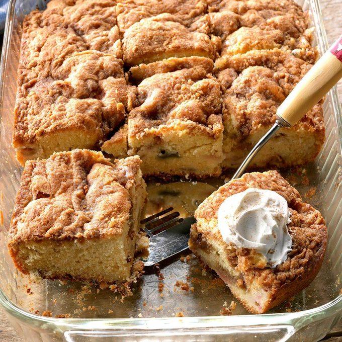 Rhubarb Sour Cream Coffee Cake Exps Tham18 31907 D11 09 5b
