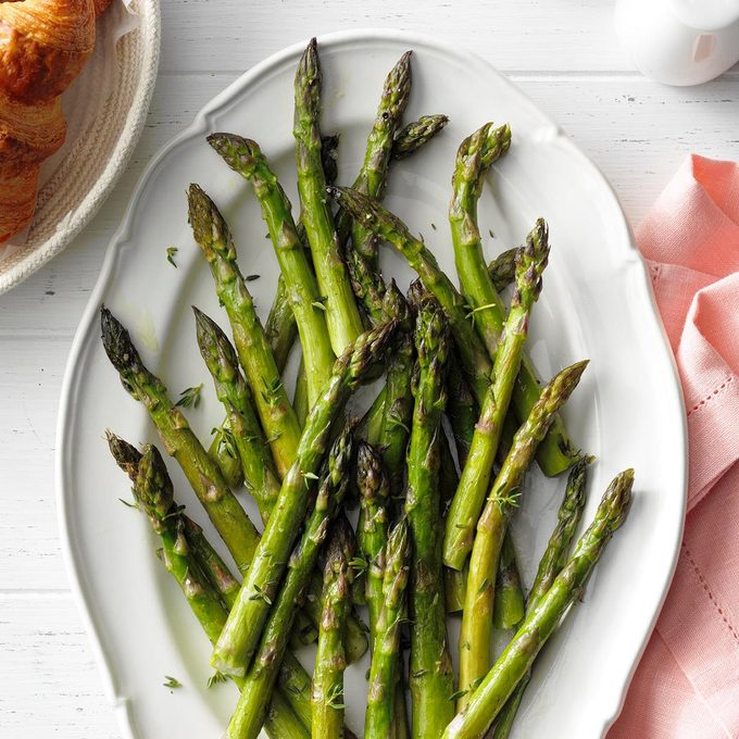 Roasted Asparagus With Thyme Exps Bmmz20 22396 E10 23 7b