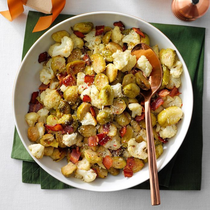 Roasted Brussels Sprouts Cauliflower Exps Hca19 156476 E04 02 3b 5