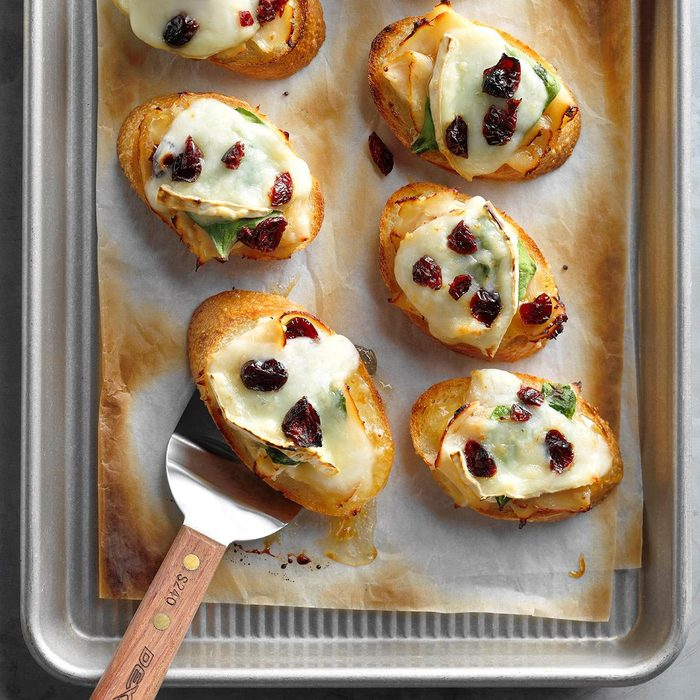 Roasted Chicken And Brie Holly Mini Bites Exps Thca18 159038 B01 23 4b 6