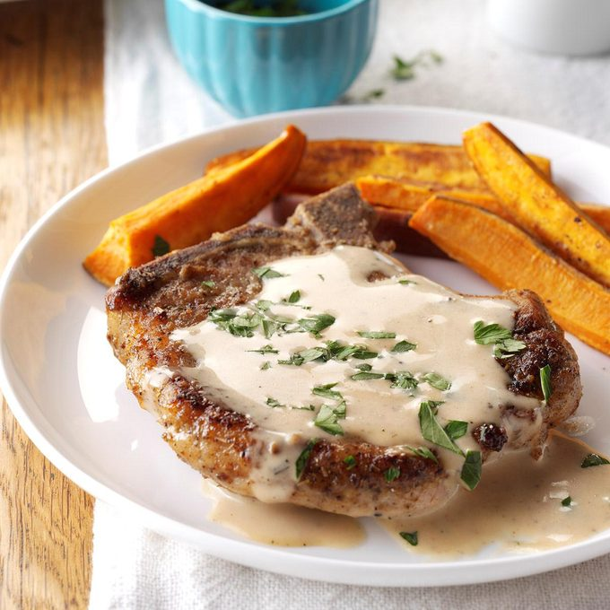 Sage Pork Chops With Cider Pan Gravy Exps Cwon16 45877 C06 29 087 2