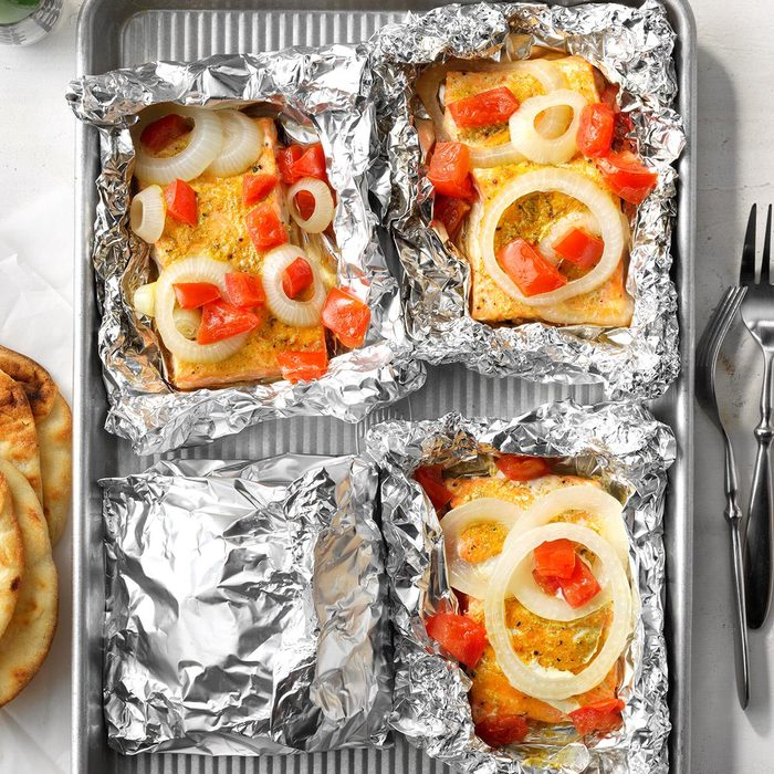 Salmon Grilled In Foil Exps Tohas21 43844 E04 14 5b