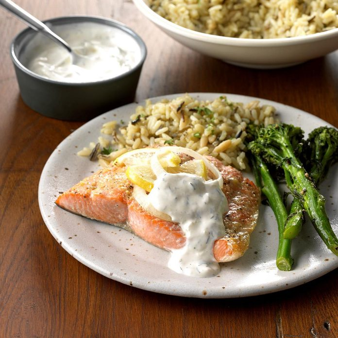 Salmon With Creamy Dill Sauce Exps Ghbz18 22391 C08 09 8b 3