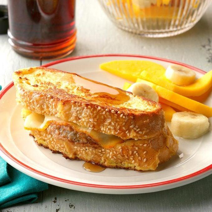 Sausage Stuffed French Toast Exps Sddj18 9615 D08 04 5b  1