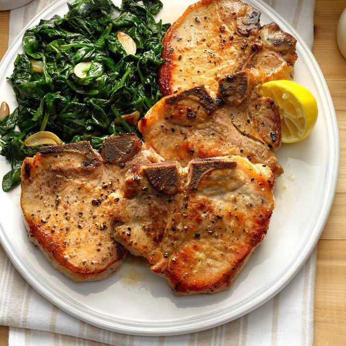 Sauteed Pork Chops With Garlic Spinach Exps Tham17 143734 B11 08 3b 10