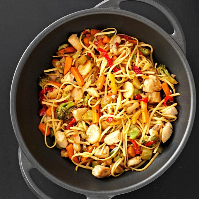 Sizzling Chicken Lo Mein Exps118556 Sd2401787a04 17 1b Rms 7